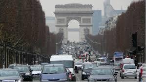 Parcourons les Champs-Elysées